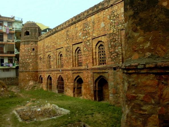 Khirki Masjid Architecture