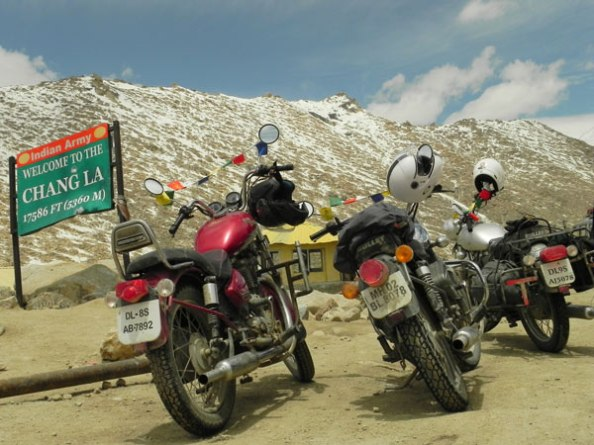 Chang La Pass - Ladakh by ROad
